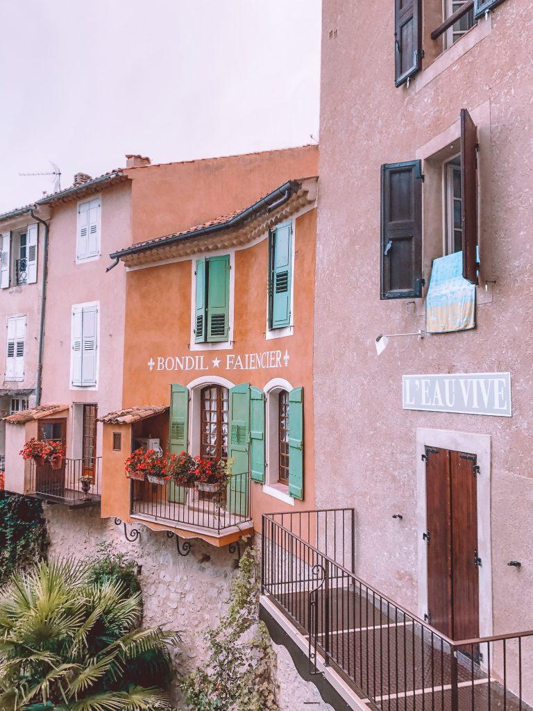 Que visiter dans les gorges du Verdon : Village de Moustier Sainte marie