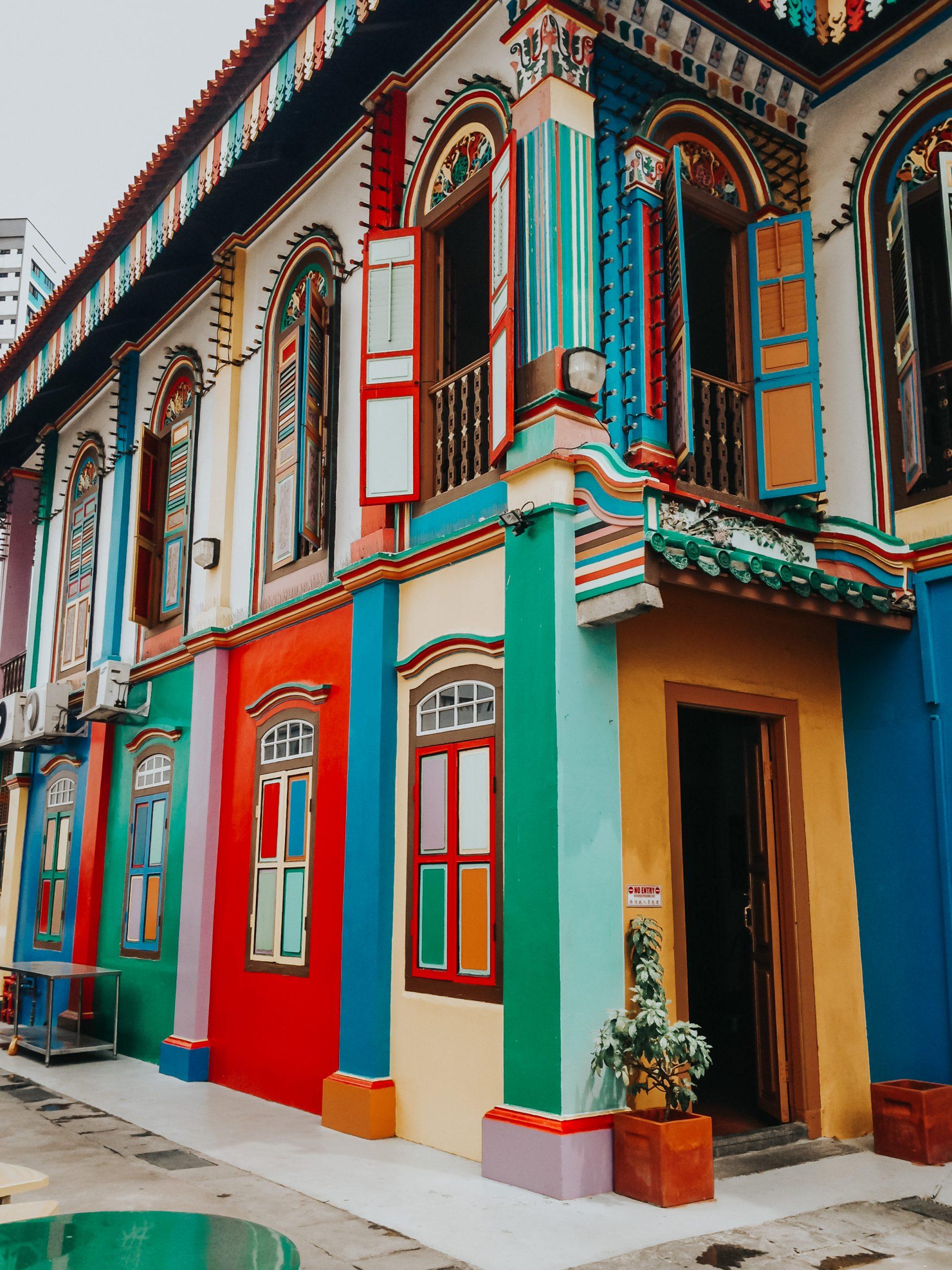 Facades colorées à Singapour application street art