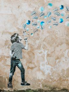 Street art, le souffleur de pastilles vichy
