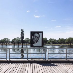 Rives de l'allier avec exposition photo des portraits