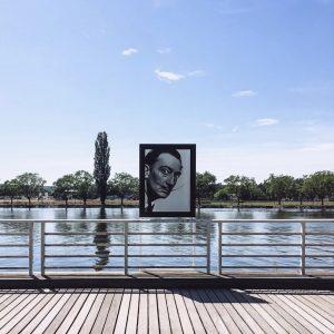 Rives de l'allier avec exposition photo des portraits