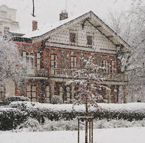 Chalet napoléon sous la neige à Vichy